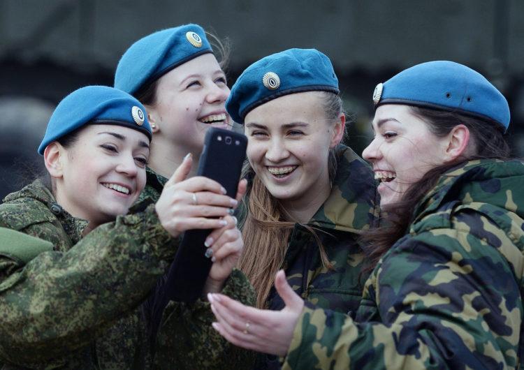 Армия уже не Вконтакте и без Одноклассников