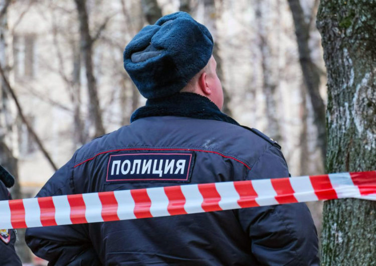 Семнадцатилетняя школьница найдена убитой в своей квартире