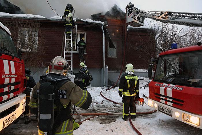 Спасатели столицы успешно погасили пожар в туберкулезной клинике на востоке Москвы