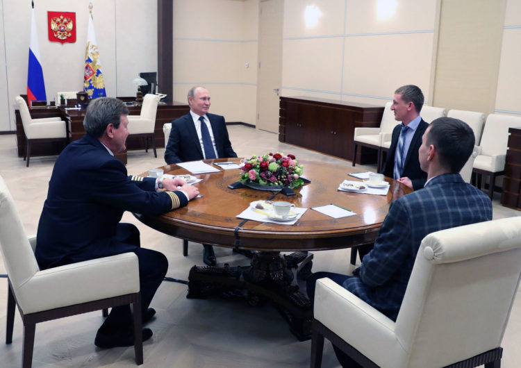 Владимир Путин пообещал возродить награду «Заслуженный наставник молодежи»