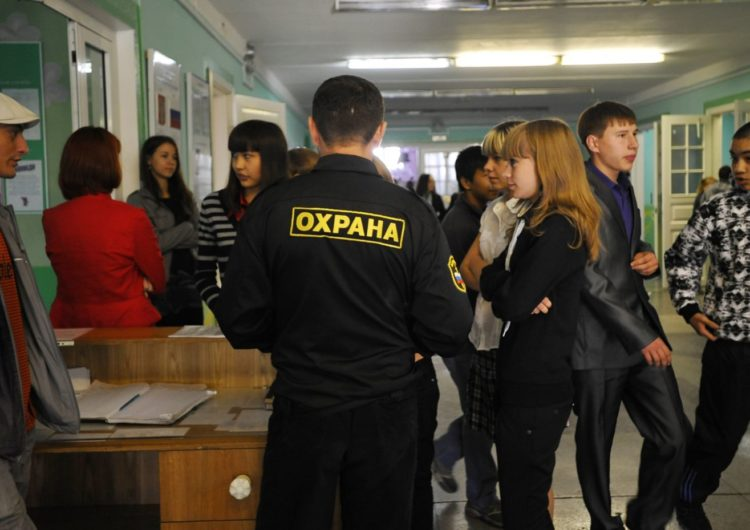 Отбор охранников в школы ужесточат