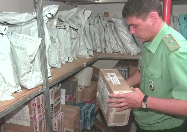 Столичные почтовики поймали посылку с колумбийским кокаином