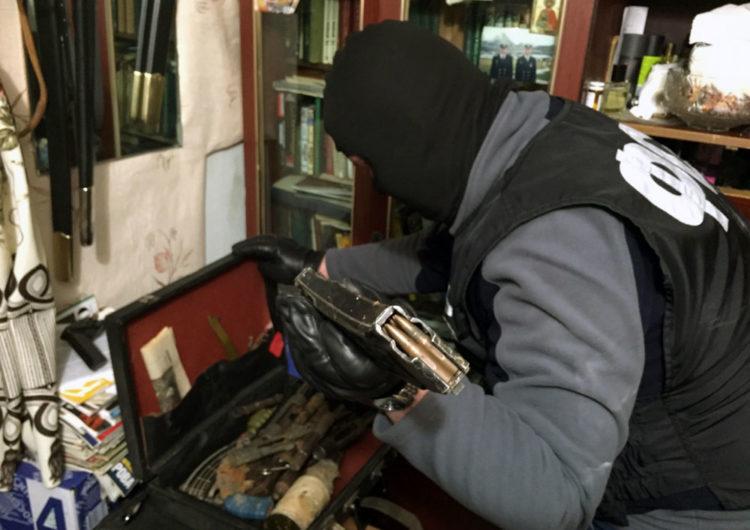 Пятидесятилетний житель Москвы хранил в квартире целый сооружений арсенал