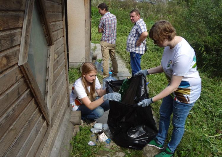 Жители Мытищ вышли на субботник в рамках акции «Чистый родник»