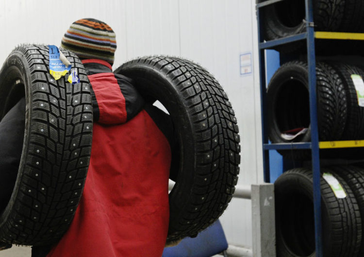 ЦОДД призывает московских водителей переобуть свои авто в преддверии снегопада