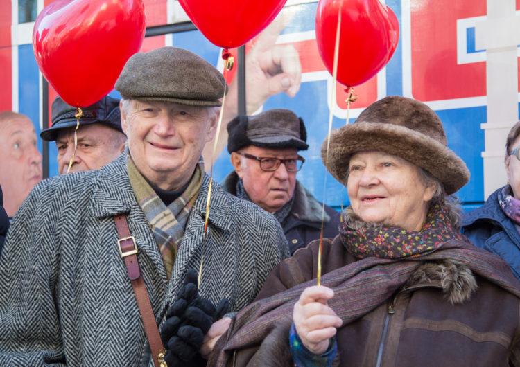 В День влюбленных «Добрый автобус» отправился в рейс с 25 пожилыми семейными парами