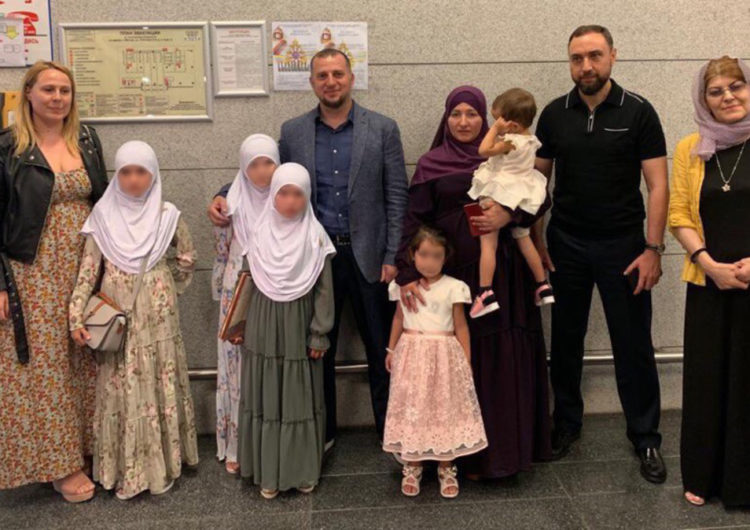 В Москву из Сирии вывезли лишившихся родителей пятерых российских детей