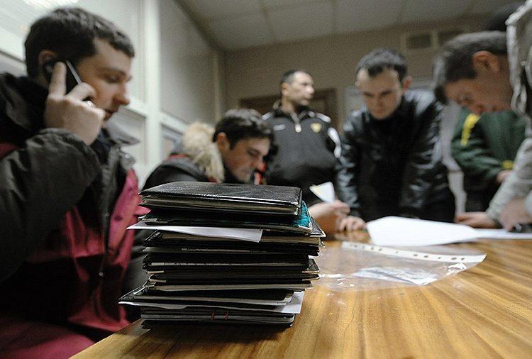Подмосковных полицейских обвинили в фиктивной постановке на учёт более 200 мигрантов