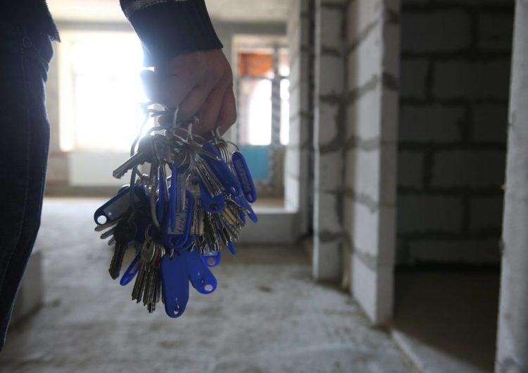 Почти сто подмосковных сирот до конца июля получат ключи от квартир