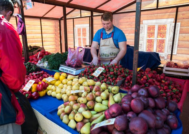 Дачникам из Подмосковья предоставят льготные места на рынках