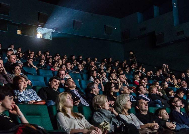 Мужчина умер на сеансе фильма Тарантино в столичном кинотеатре