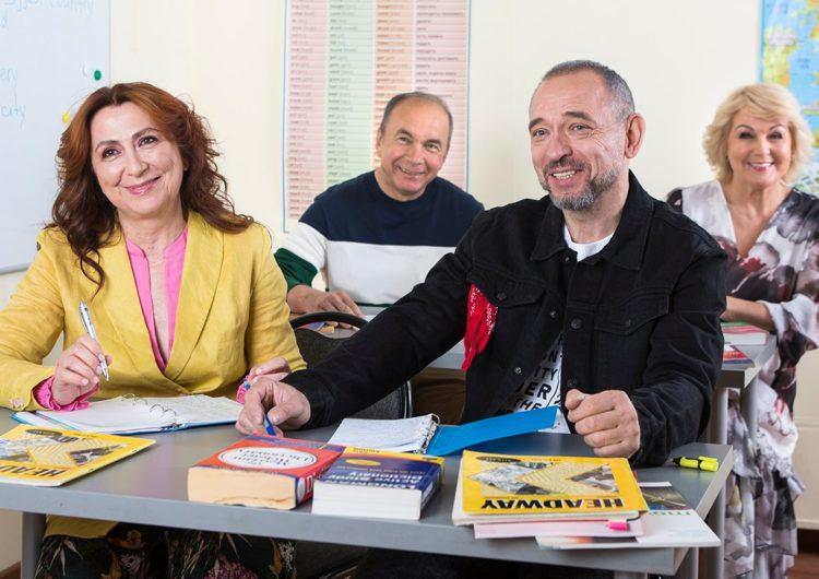 Для участников программы «Московское долголетие» расширили программу кружков и секций