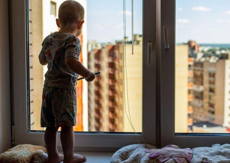 За минувшее лето в Подмосковье из окон выпал 41 ребёнок