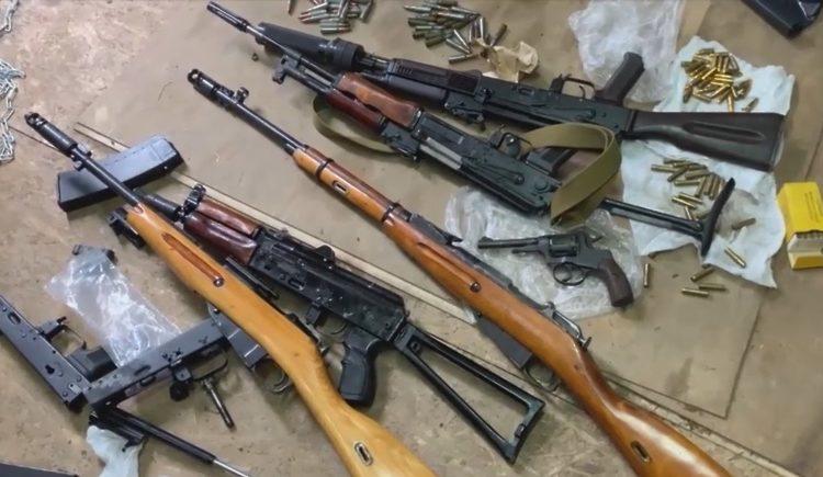 В Балашихе обнаружили целый арсенал оружия и боеприпасов