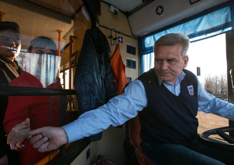 В Подмосковье водителей автобусов оштрафовали за открытие дверей при движении