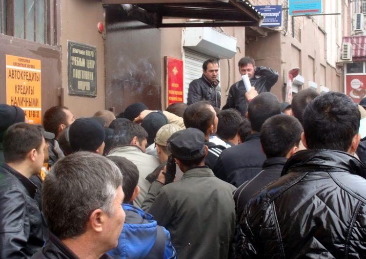 Собянин заявил о необходимости выдавать больше трудовых патентов мигрантам