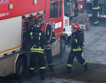 На пожаре в строящейся высотке на западе столицы спасли 21 человека