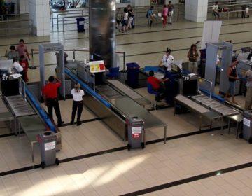 Пропустивший в самолёт пассажира с пистолетом сотрудник Шереметьево отстранён от работы