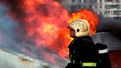 Пожар на складе газового оборудования в Москве вызвал угрозу распространения огня