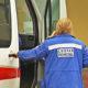 Бригада «скорой» и пациентка с инсультом застряли в лифте, на который жаловались жильцы
