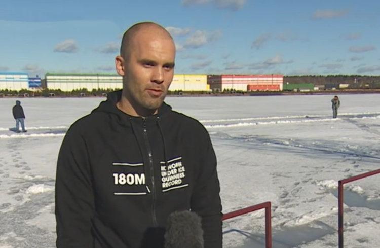 Дайвер в Подмосковье проплыл 180 м подо льдом и побил рекорд Гиннеса