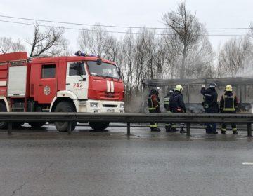 Пожарные потушили загоревшийся при въезде в Ногинск автобус