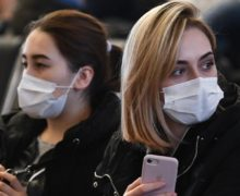 Работники аптек стали пытаться сделать бизнес на масках