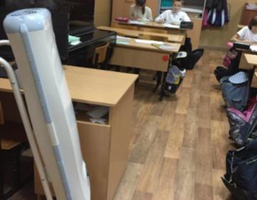 В школе №1415 первоклассники получили ожоги глаз от кварца, учителя уволят