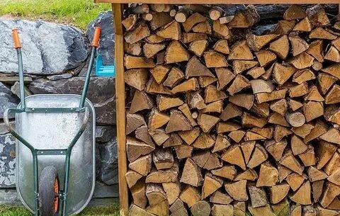 Город выполнил свыше 2 тыс. заявок пожилых москвичей по доставке дров и угля