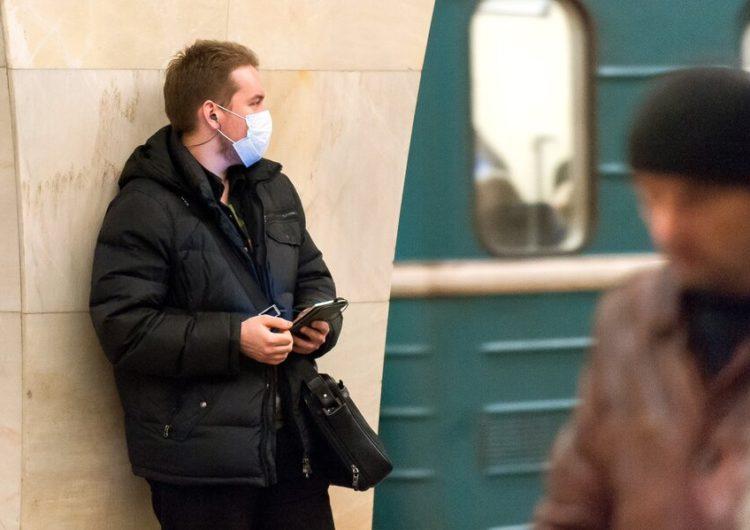 В метро могут начать пускать только в масках