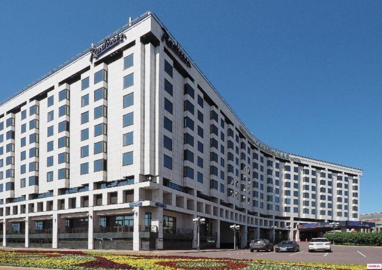 ГК «Киевская площадь» предложила разместить медиков в отеле Radisson «Славянская»