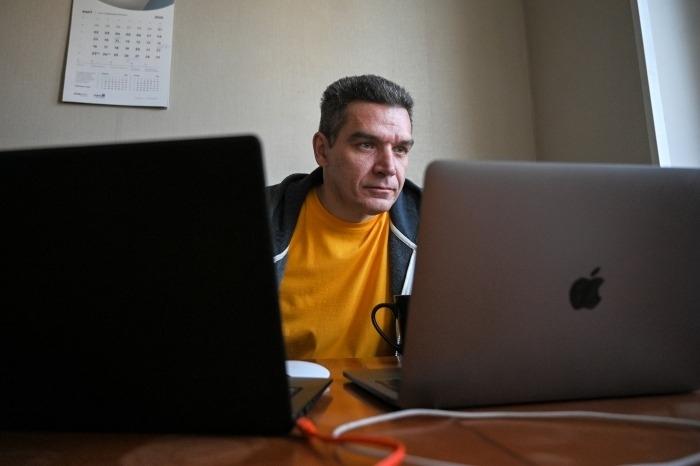 Работающим на удаленке россиянам предложили платить больше