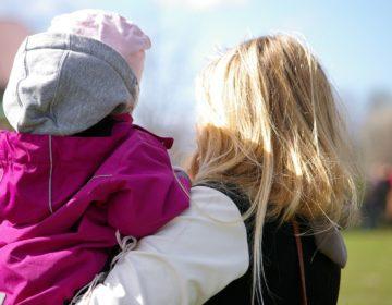 Девочку, которая 5 лет прожила в московской клинике, забрали в семью