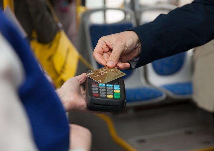 Более 45% пассажиров оплачивают проезд в подмосковном транспорте с помощью карт и гаджетов
