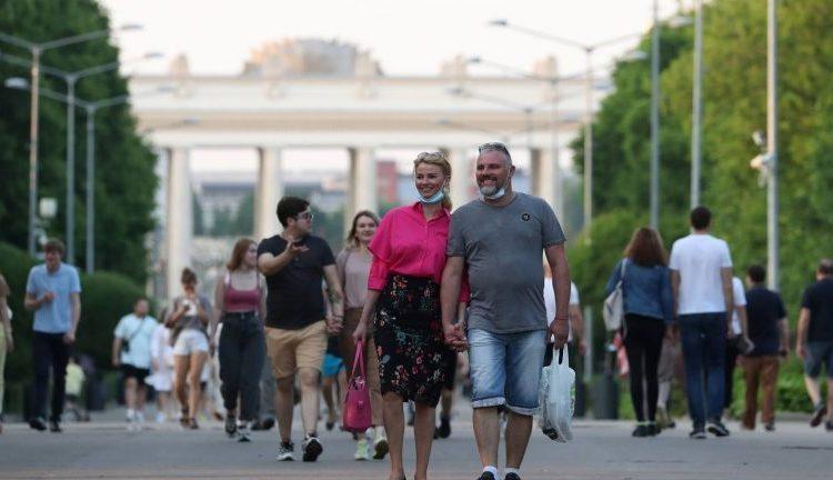 Собянин пообещал москвичам выход из ограничений в течение двух месяцев