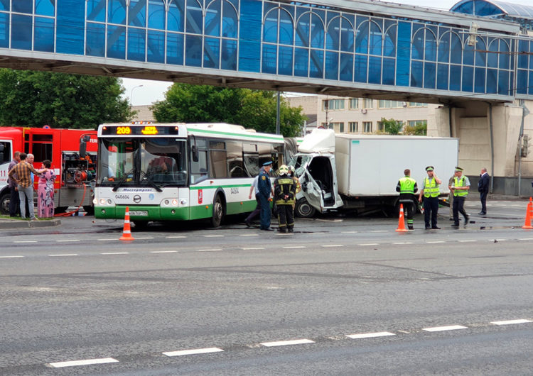 В результате ДТП с автобусом на юго-востоке Москвы пострадали 8 человек