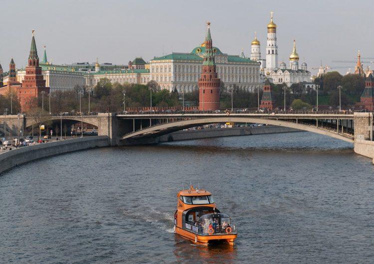 В Москве для оплаты речных прогулок стали чаще использовать карты и смартфоны