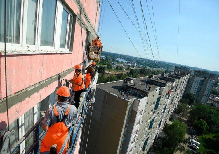 В Москве возобновили работы по капремонту многоквартирных домов