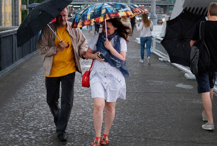 Москвичей предупредили о сильной жаре и грозе во вторник