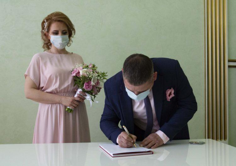 В московских ЗАГСах ограничили количество гостей на торжественных церемониях