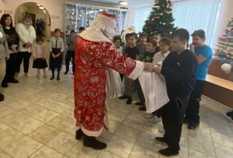 В Подмосковье прошла ставшая традиционной акция «Дарим детям подарки»