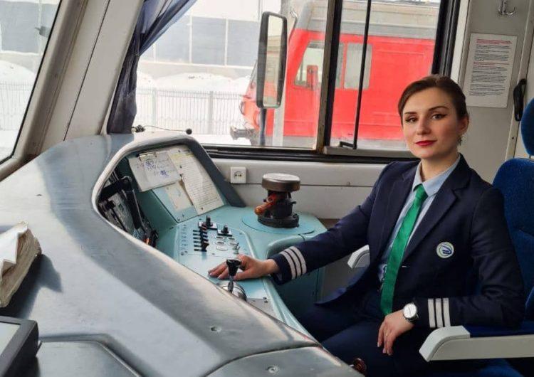 Первая женщина-машинист приступила к работе на Московской железной дороге