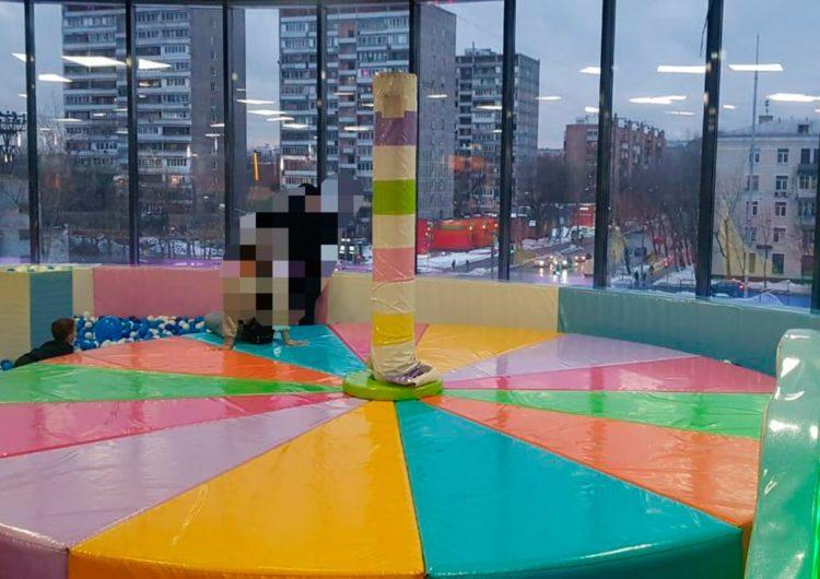 В Москве при обрыве аттракциона пострадало трое детей