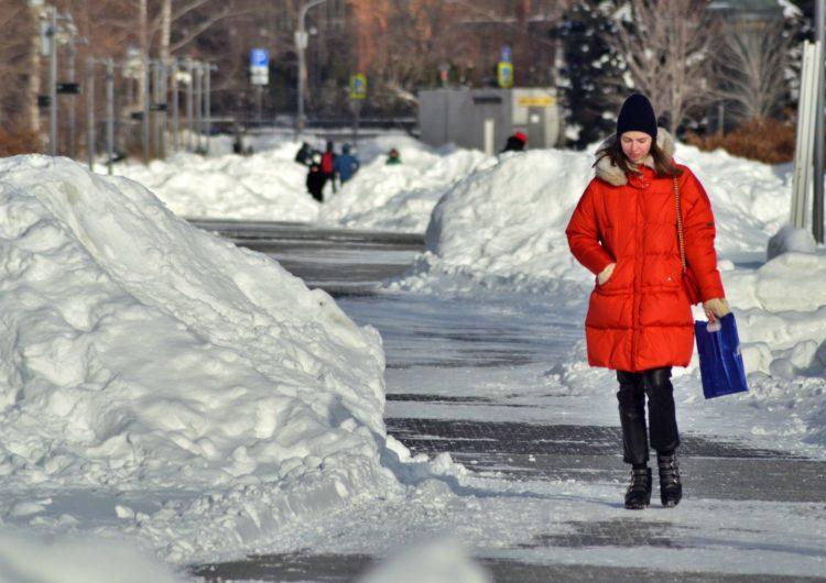 Москвичам пообещали снег до середины апреля