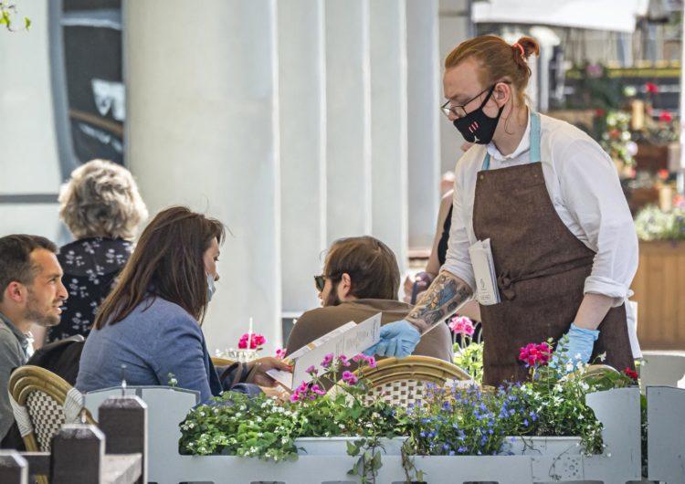 Каждое пятое столичное кафе из работавших на майские праздники закрыл Роспотребнадзор