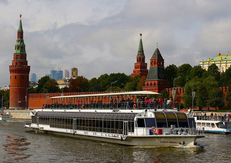 Для оплаты прогулки по Москве-реке стали чаще использовать гаджеты