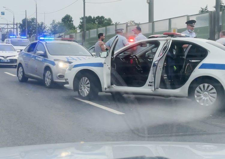 В Москве мужчина угнал машину ДПС