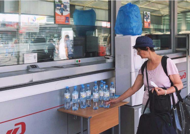 В Подмосковье из-за жары продлили раздачу воды на железнодорожных станциях