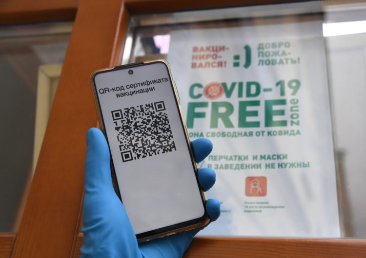В Кремле оценили отмену QR-кодов в Москве