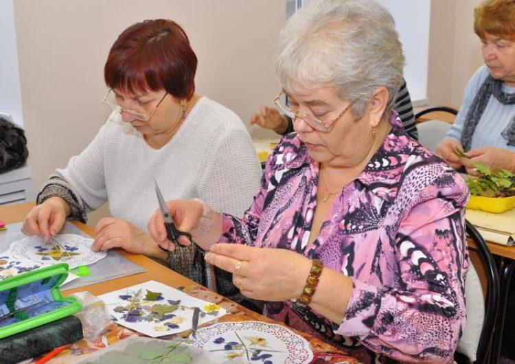 Каждый третий россиянин планирует на пенсии заняться творчеством